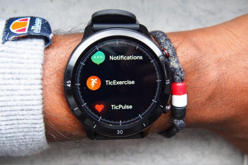 a smart but basic $59 smartwatch
