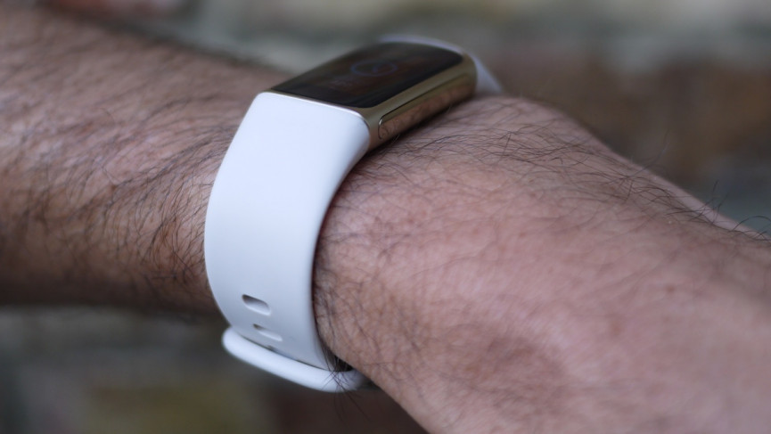 Fitbit Charge 5 side on